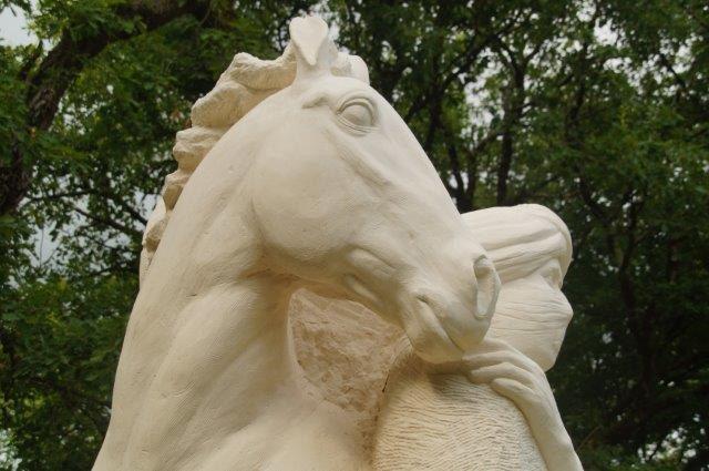 Escultura por Natalie Staniforth en piedra caliza